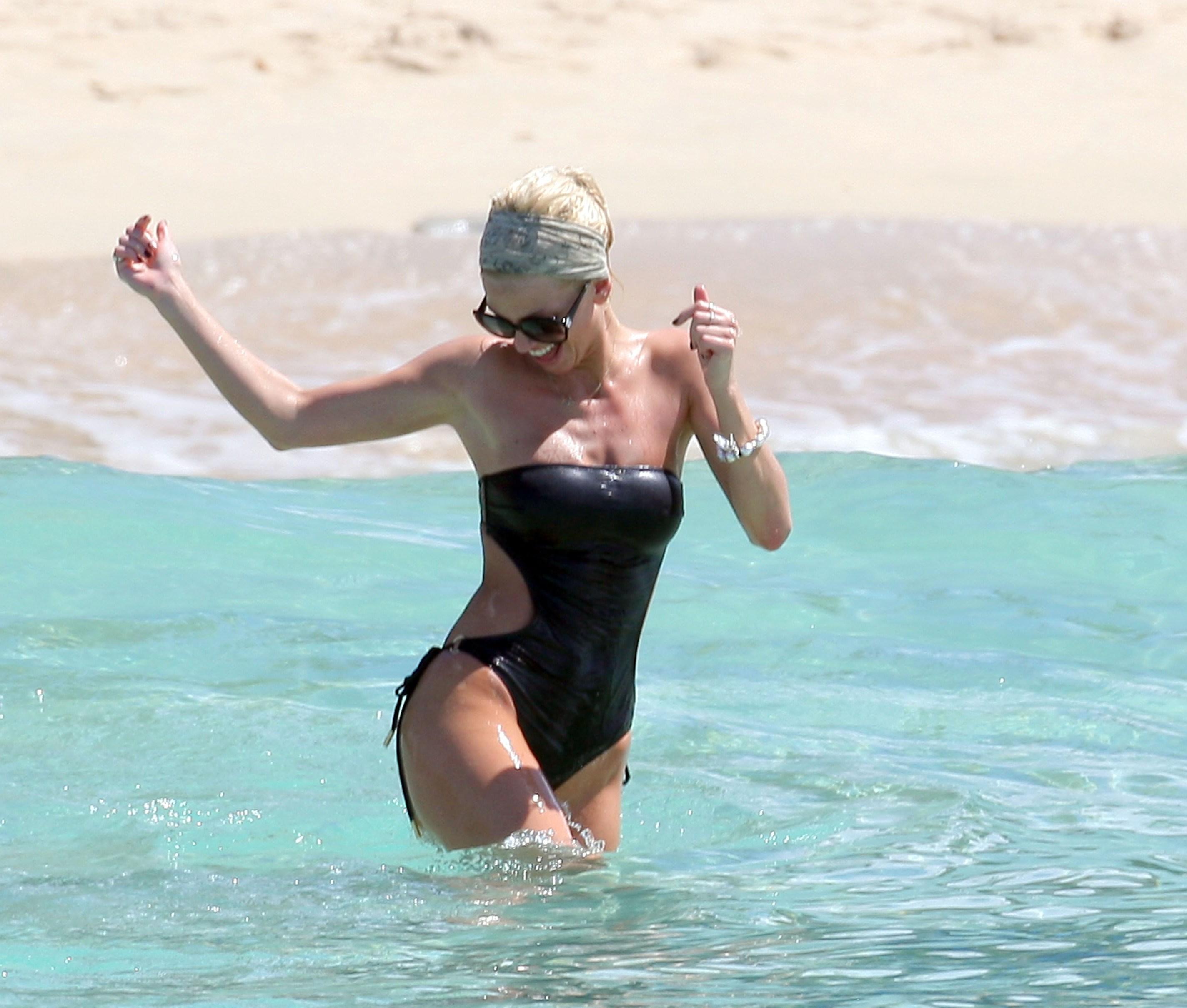 Back to post Sarah Harding – Bikini in Barbados