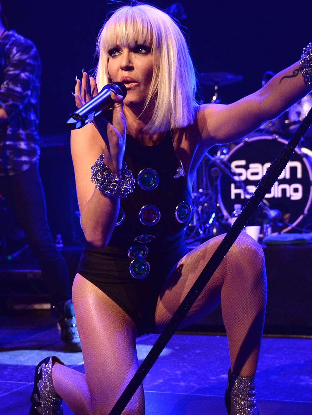 Miley cyrus show live hot - 1 part 8