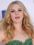 scarlett-johansson-2010-mtv-movie-awards-plus-sandra-bullock-kisses-scarlett-johansson-08