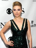 scarlett-johansson-64th-annual-tony-awards-04