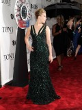 scarlett-johansson-64th-annual-tony-awards-05