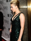 scarlett-johansson-64th-annual-tony-awards-07