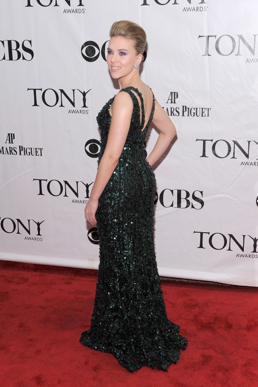 scarlett-johansson-64th-annual-tony-awards-21