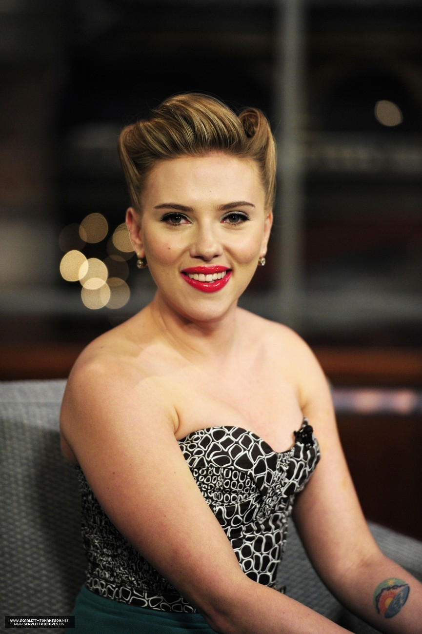 Scarlett Johansson Cleavage At Late Show With David Letterman 03 Gotceleb