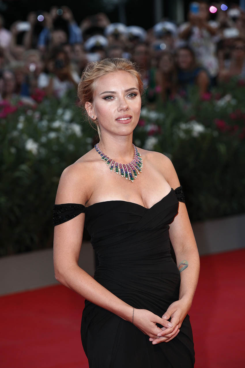 Scarlett-Johansson-Photos:-Under-the-Ski