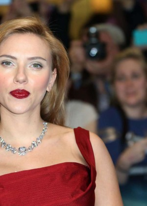 Scarlett Johansson in Red Dress - Premiere Captain America: The Winter Soldier-02