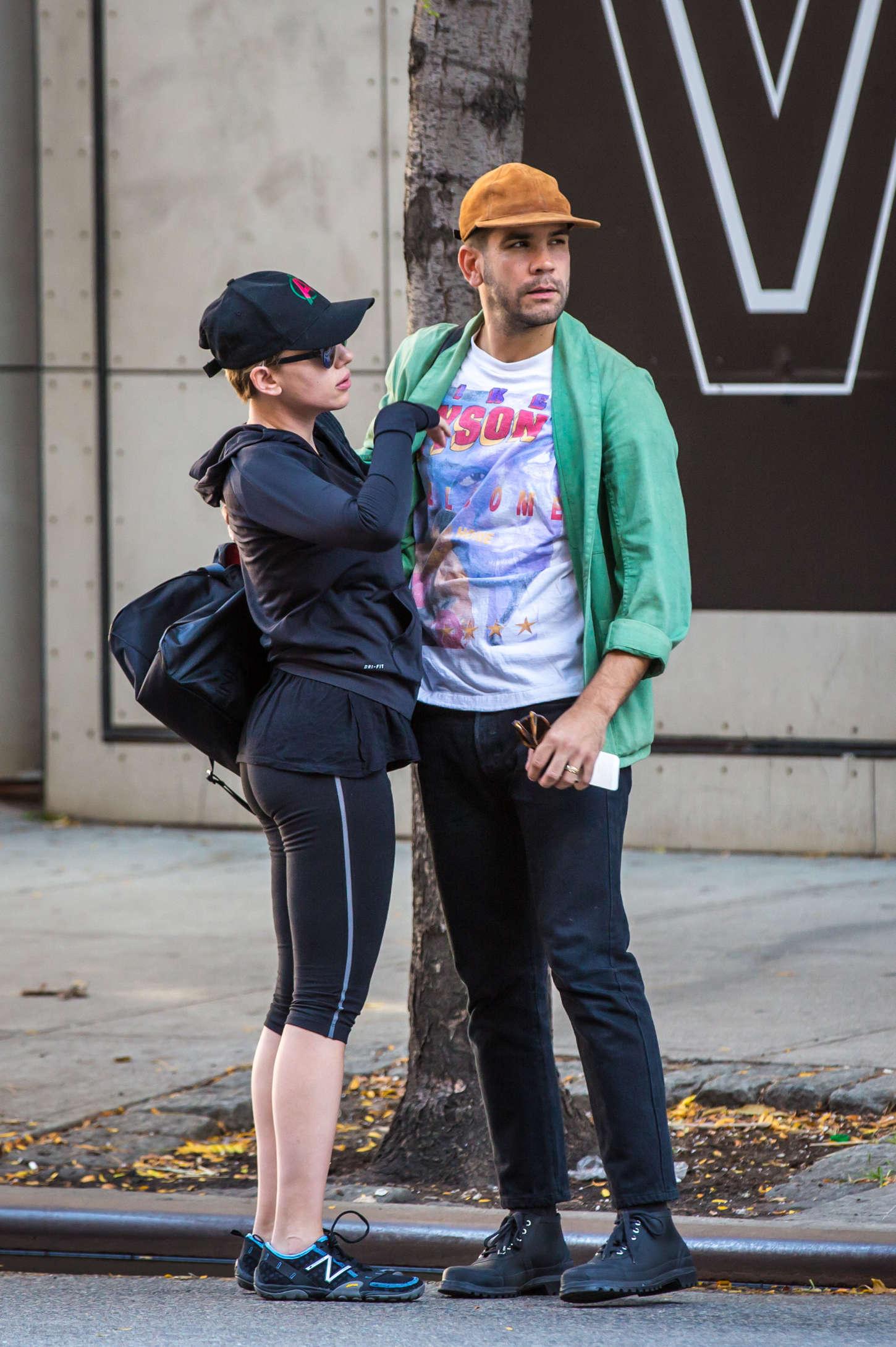 Scarlett Johansson 2014 : Scarlett Johansson tight leggings -01