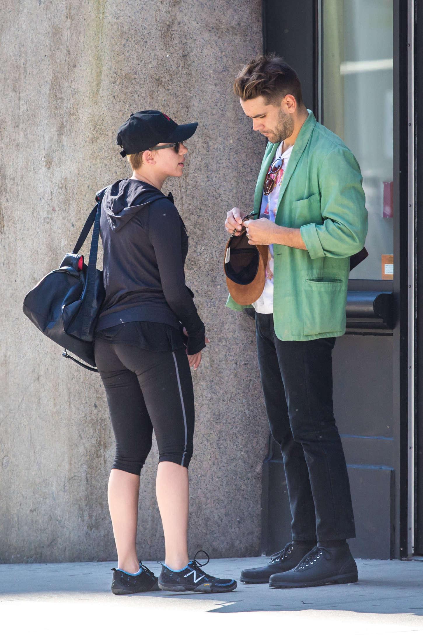Scarlett Johansson 2014 : Scarlett Johansson tight leggings -05