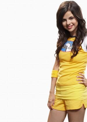 Selena Gomez Wallpapers: 12 HD -02