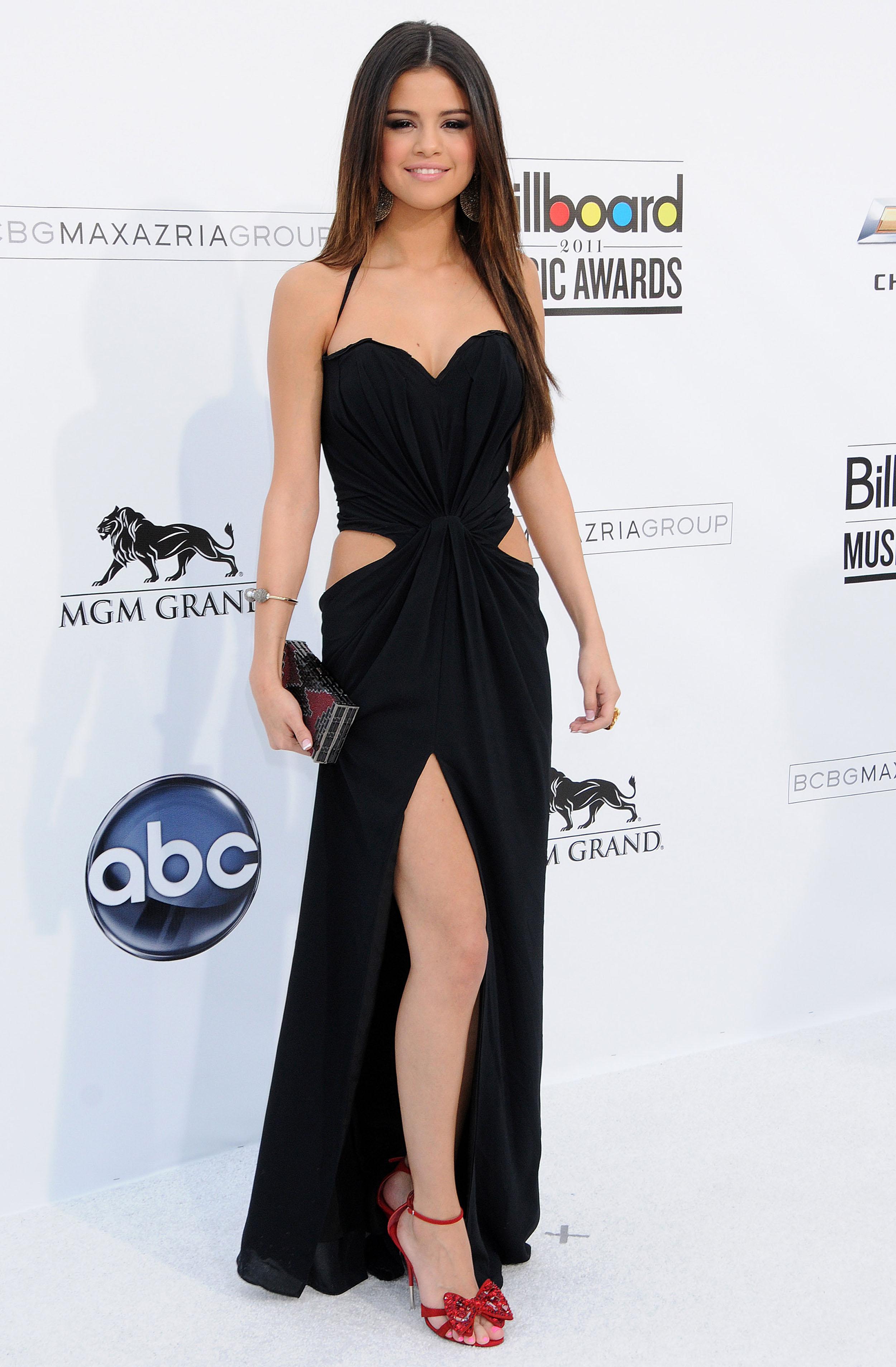 Que vestido llevarás para la fiesta de Binvenida Selena-gomez-2011-billboard-awards-03