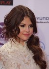 Selena Gomez - 2011 MTV Europe Music Awards-02