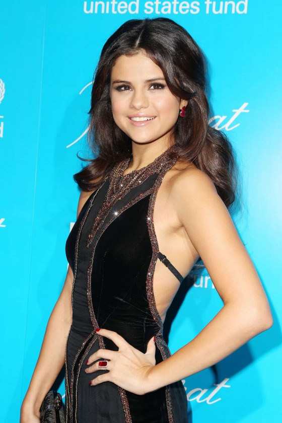 Selena Gomez - 2012 Unicef SnowFlake Ball in New York City