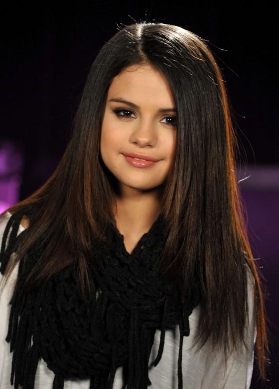 Selena Gomez at 2013 MTV Movie Awards in LA -03