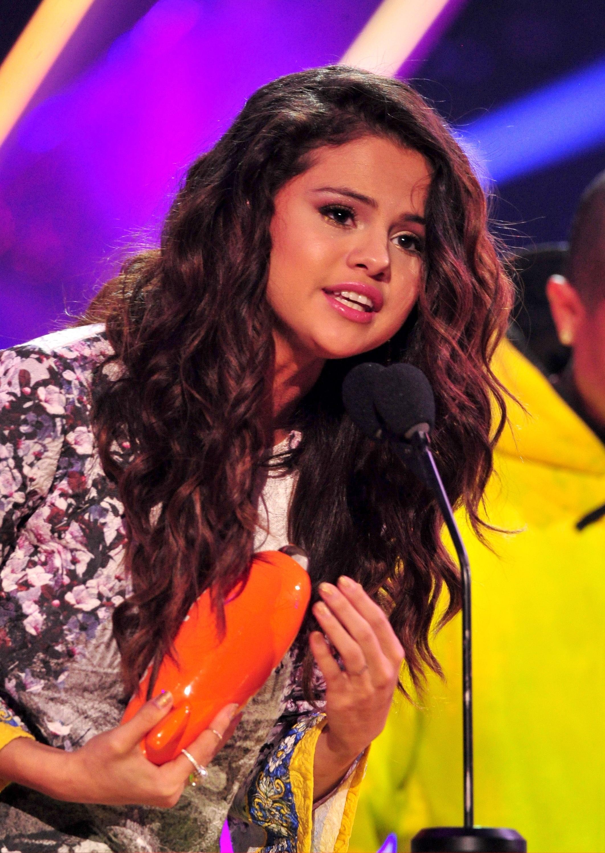 Selena gomez 2014 kids choice awards 04 gotceleb - Photo selena gomez 2014 ...
