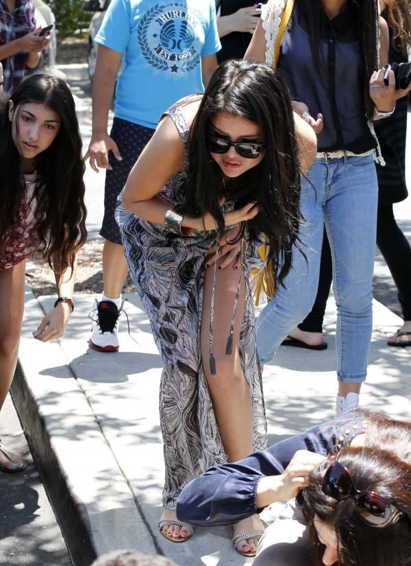 selena gomez and justin bieber paparazzi accident26