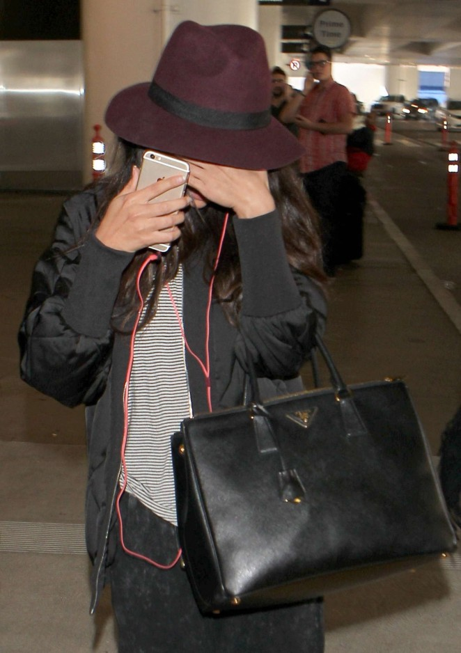 Selena Gomez - Arriving at LAX airport in Los Angeles
