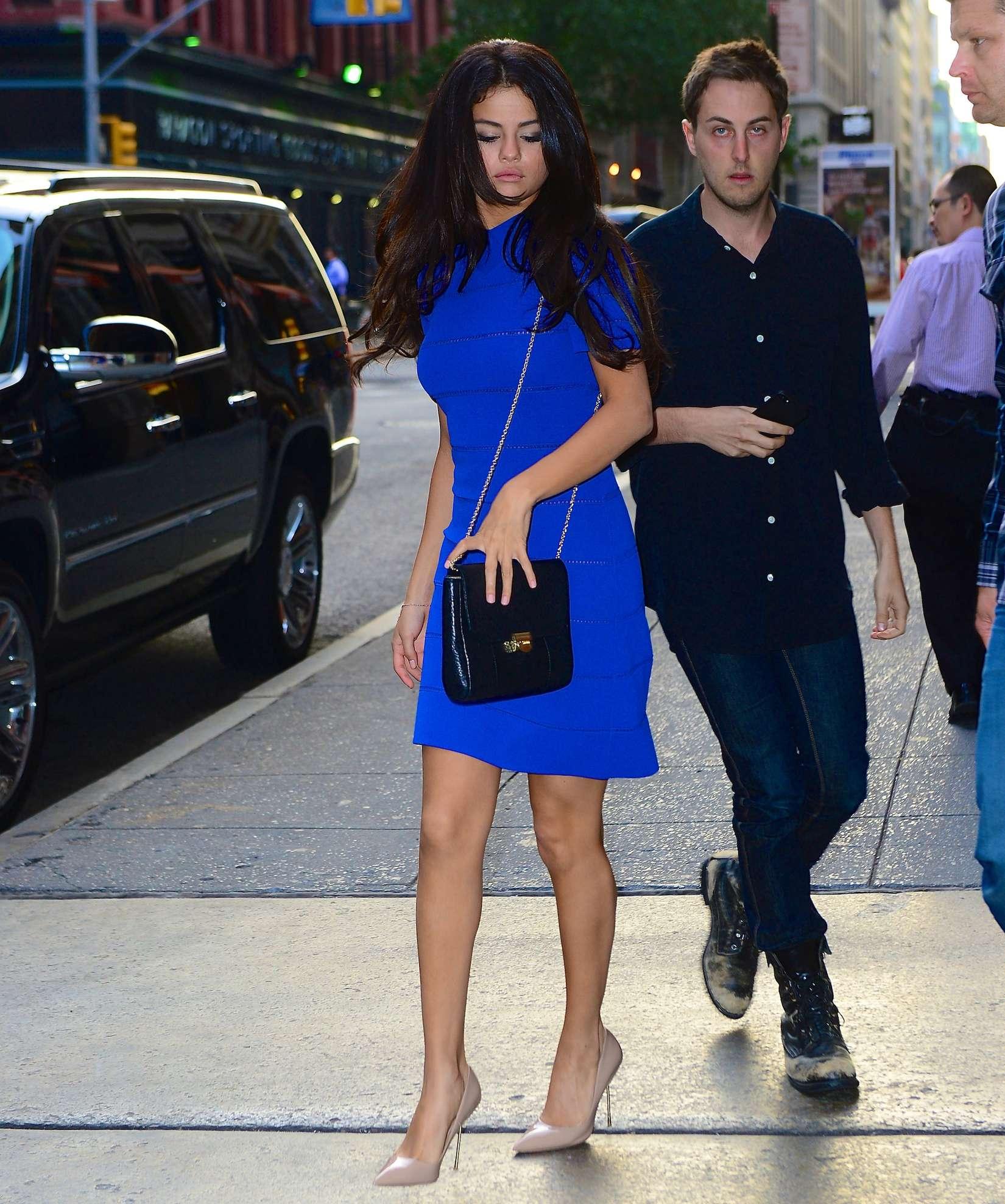 selena gomez hot in blue dress 02 gotceleb