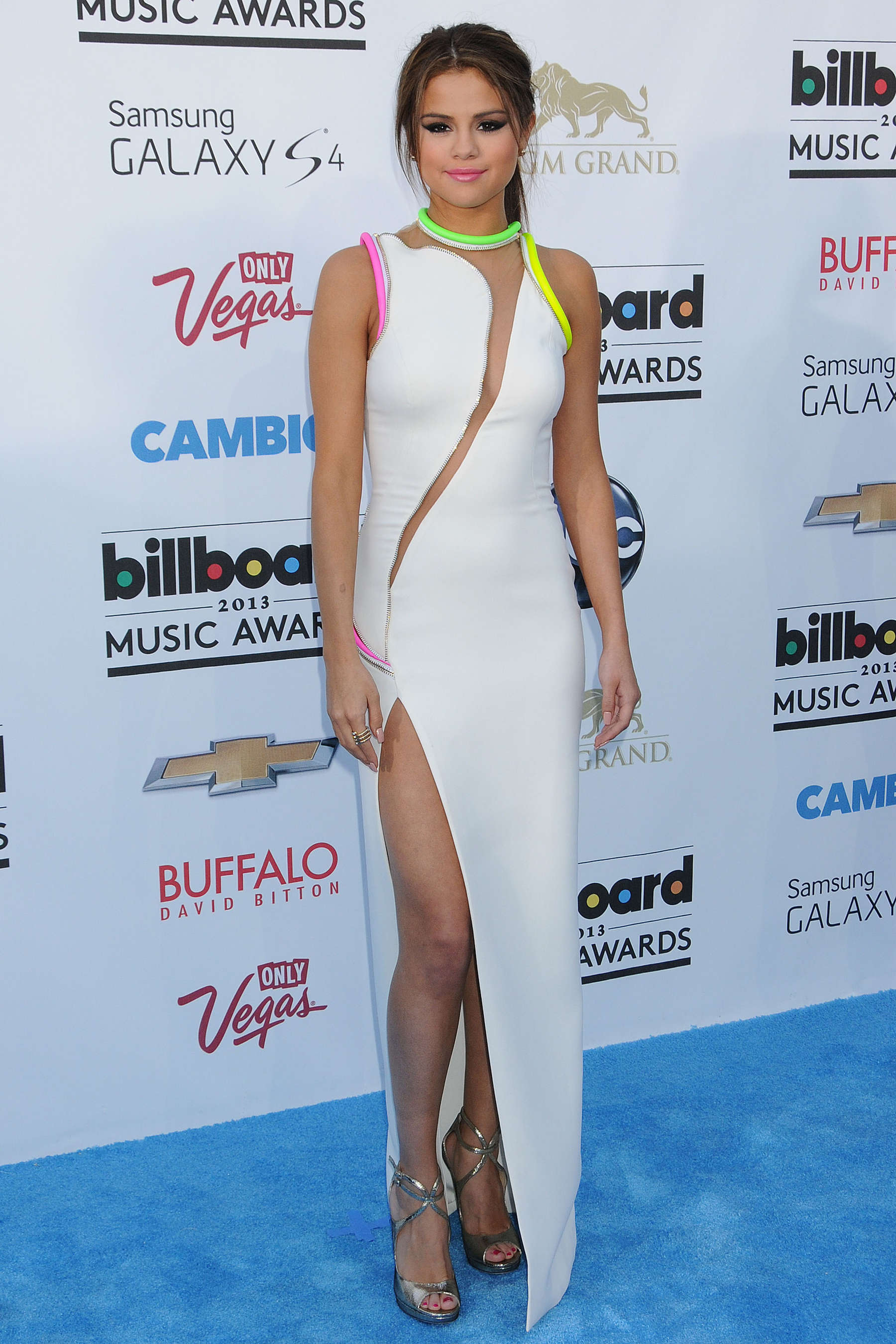 selena gomez in versace couture dress at the 2013