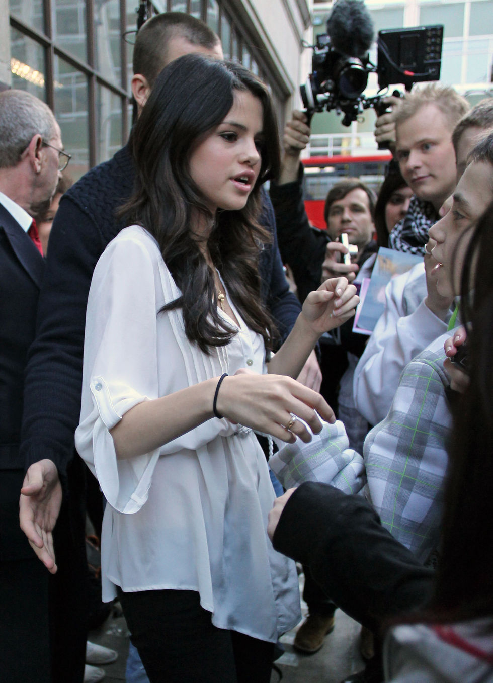 Selena Gomez 2010 : selena-gomez-bbc-radio-1-in-london-01