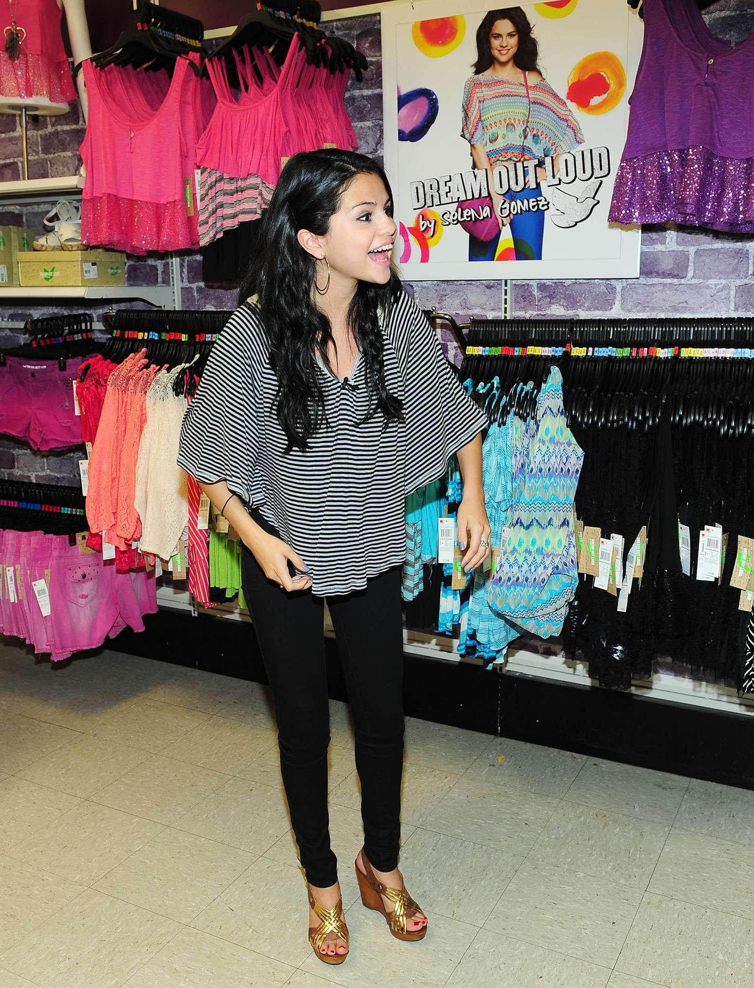 Selena Gomez Dream Out Loud Clothes Line 01 Gotceleb