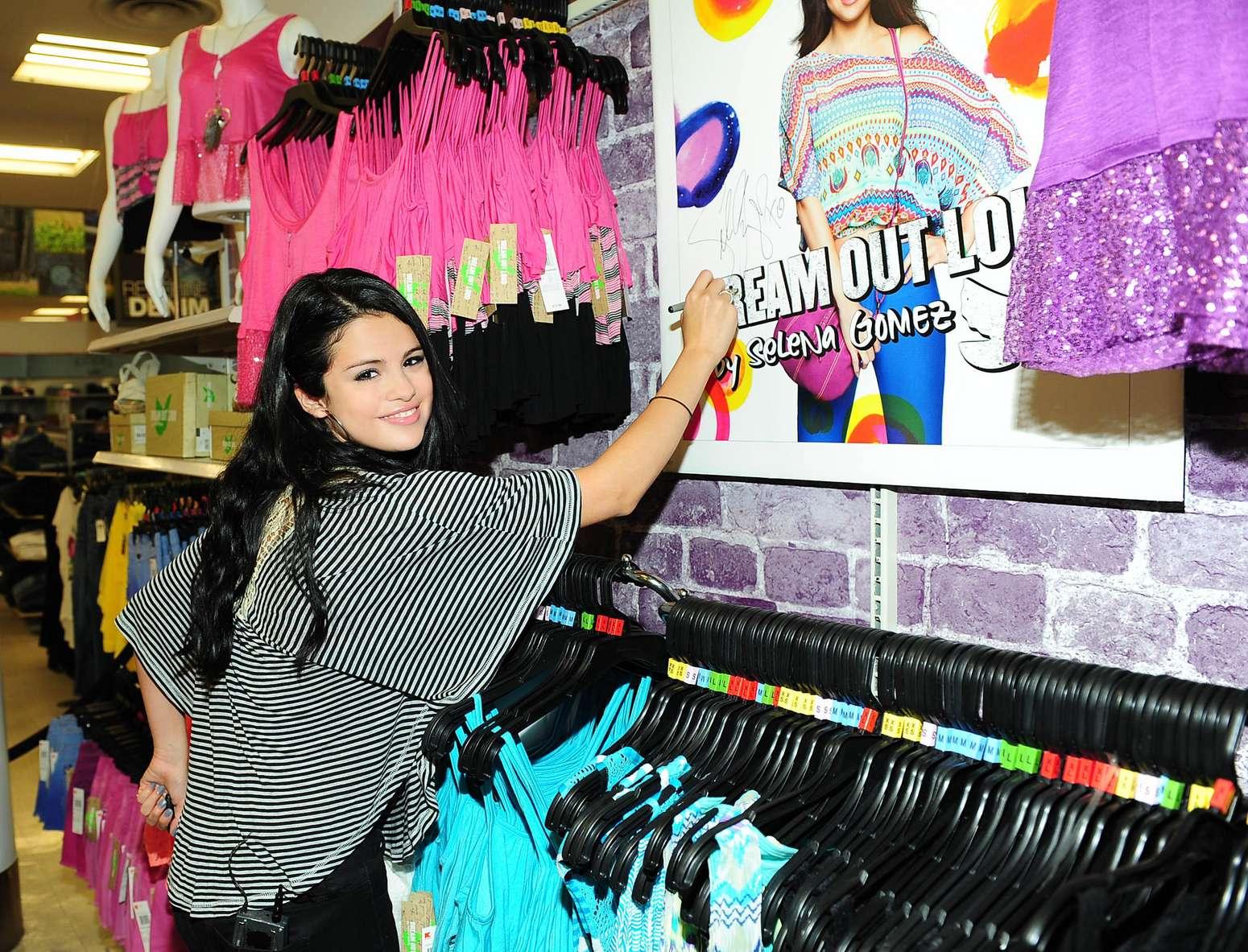 Selena Gomez - Dream Out Loud Clothes Line-05