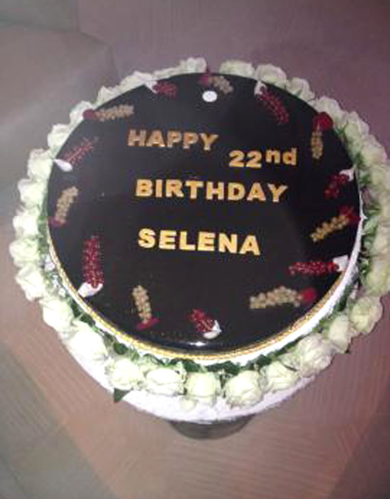 Strange Selena Gomez With Cigarete Celebrating Her 22Nd Birthday In St Funny Birthday Cards Online Inifodamsfinfo