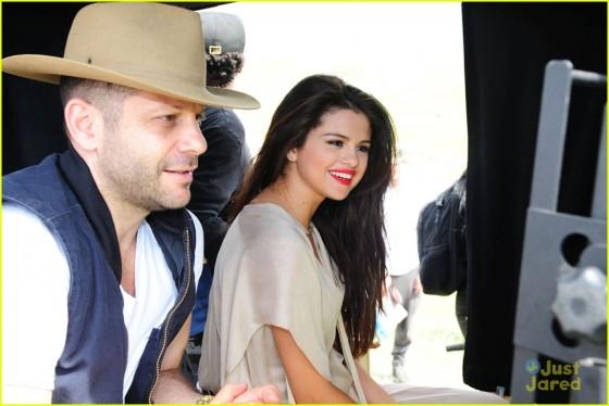 Selena Gomez – Come and Get it Pics -09