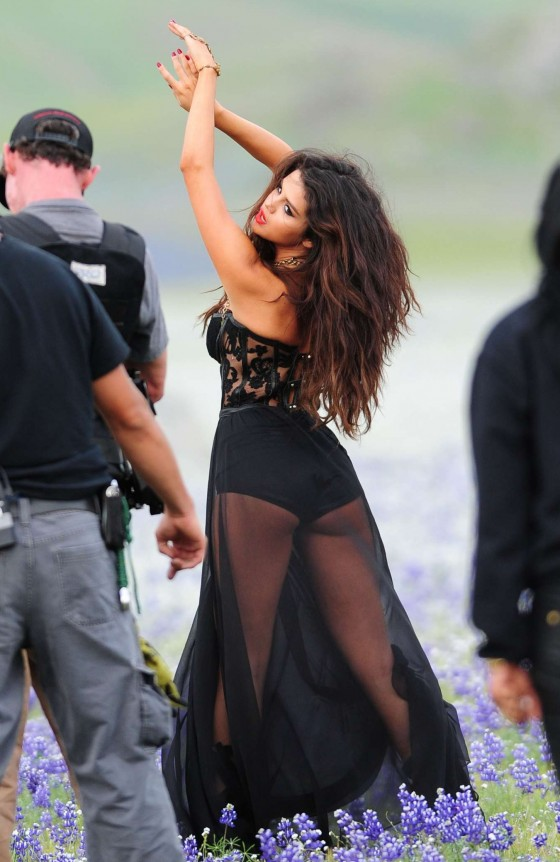 Selena Gomez - Come and Get It Photos