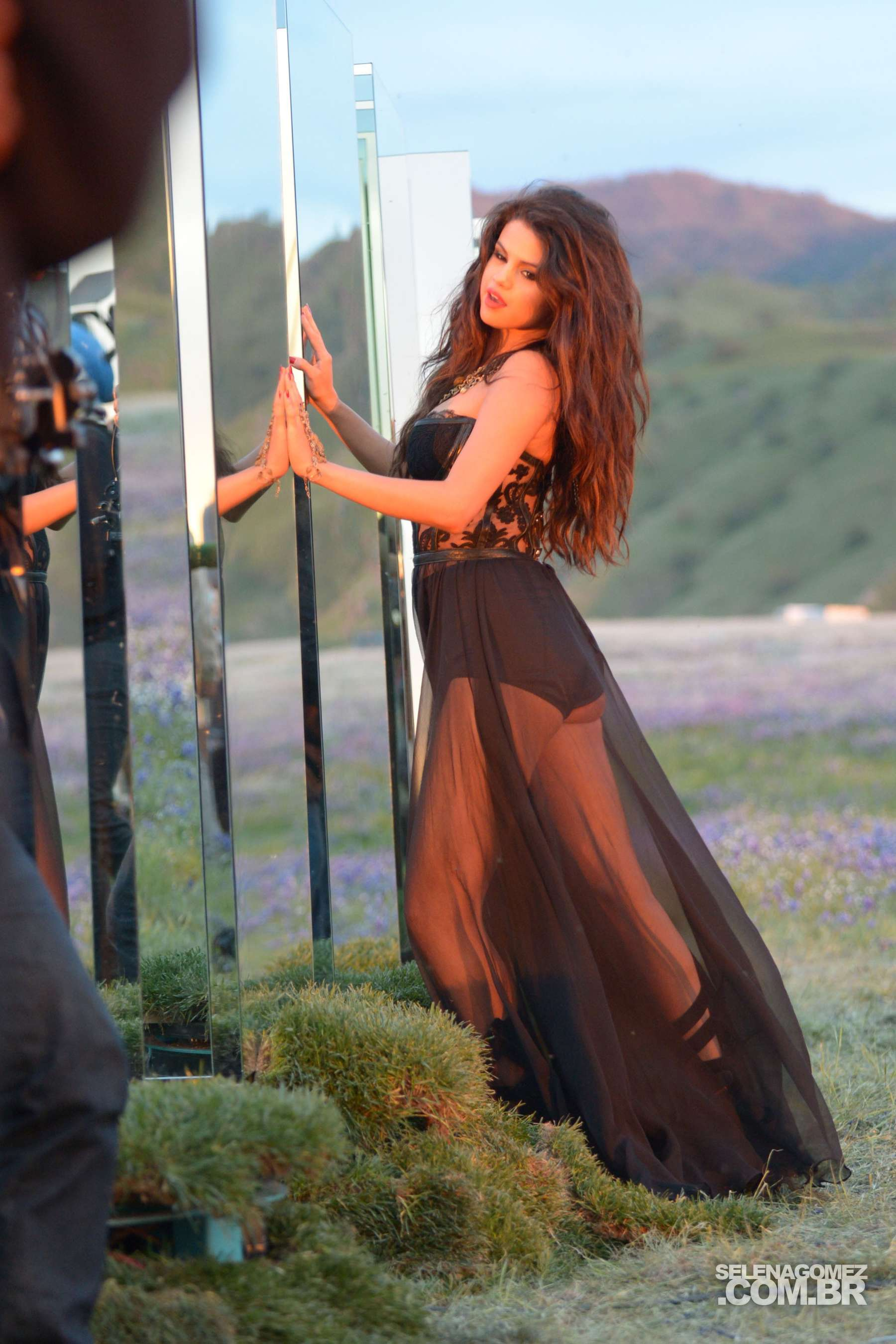 Selena Gomez - Come and Get It PhotoShot and backstage -28 ...
