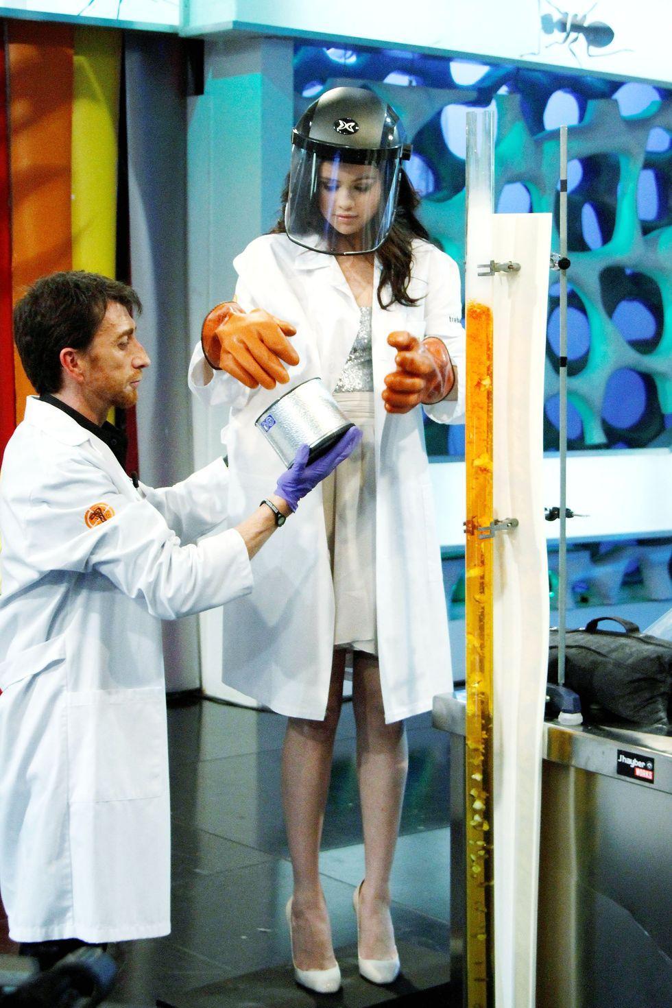 Selena Gomez 2010 : selena-gomez-el-hormiguero-tv-show-stills-hq-12