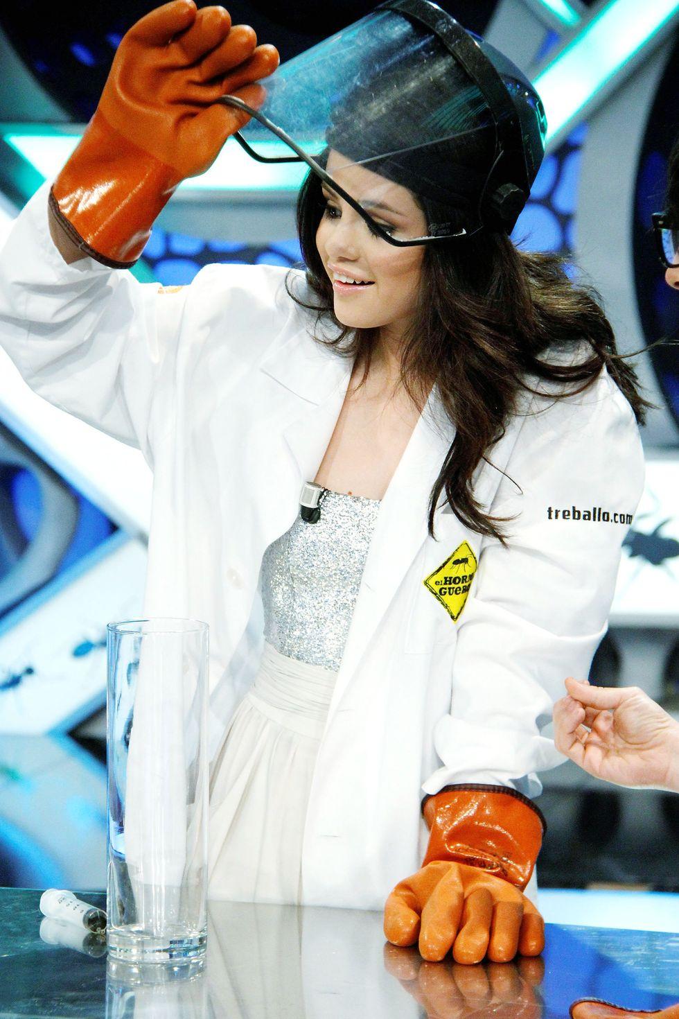 Selena Gomez 2010 : selena-gomez-el-hormiguero-tv-show-stills-hq-19