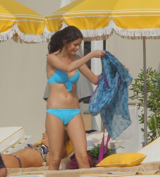 selena-gomez-in-a-bikini-on-the-set-of-monte-carlo-in-monaco-adds-12
