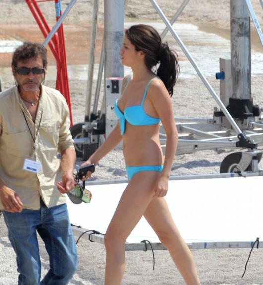 Selena Gomez 2010 : selena-gomez-in-a-bikini-on-the-set-of-monte-carlo-in-monaco-adds-13