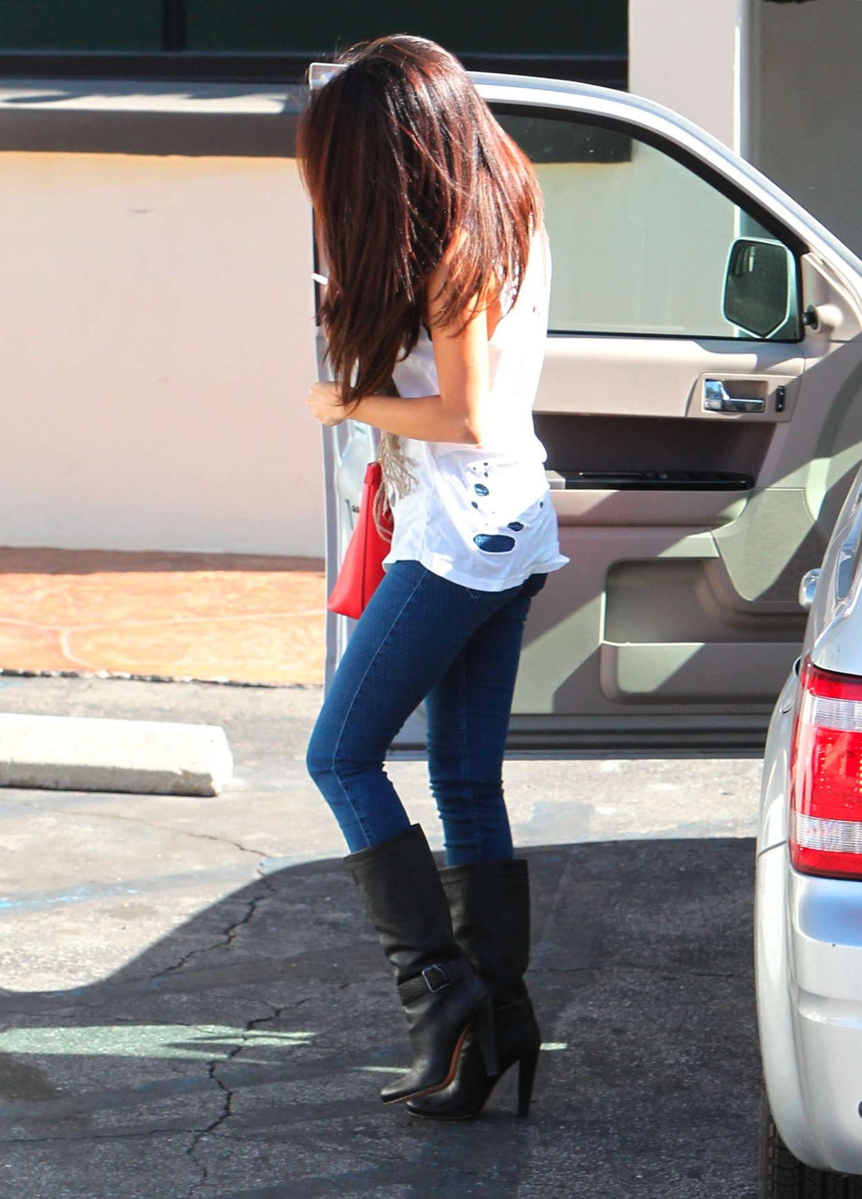 Selena Gomez In Tight Jeans 10 Full Size