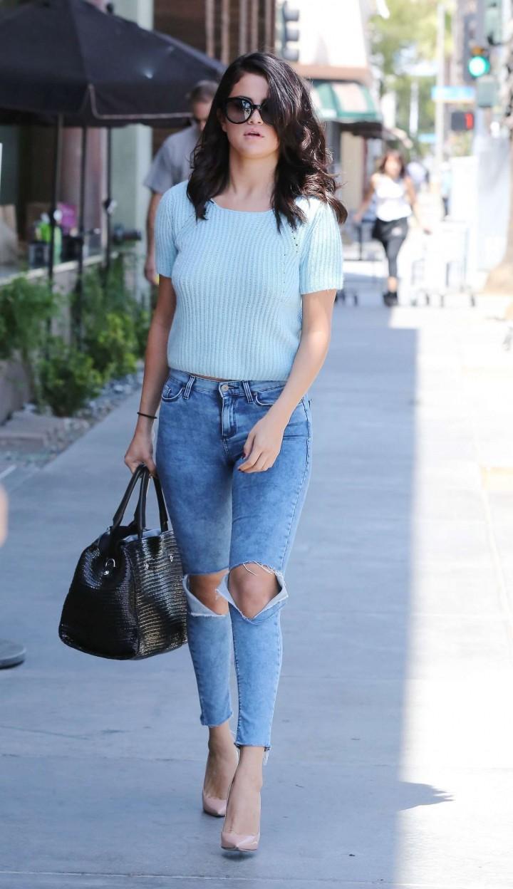 Selena Gomez in jeans -11
