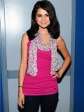 selena-gomez-late-night-with-jimmy-fallon-07
