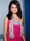 selena-gomez-late-night-with-jimmy-fallon-15