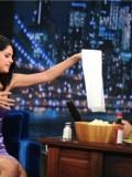 selena-gomez-late-night-with-jimmy-fallon-24