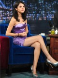 selena-gomez-late-night-with-jimmy-fallon-31