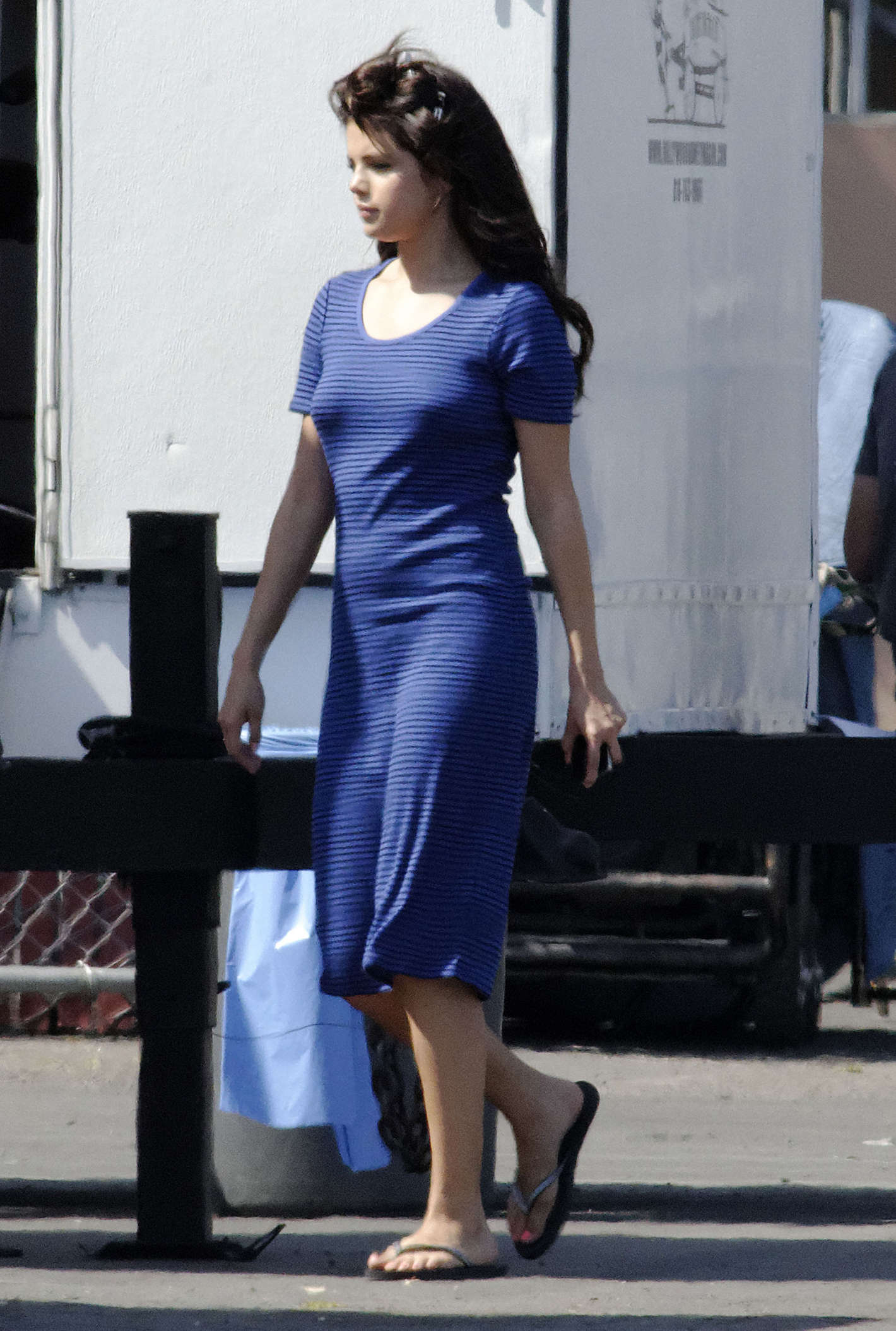 Selena Gomez In Blue Dress On Set Parental Guidance Suggested 04 Gotceleb