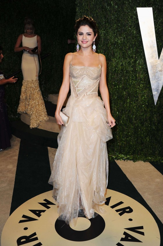 Selena Gomez – Oscar 2013 – Vanity Fair Party -01