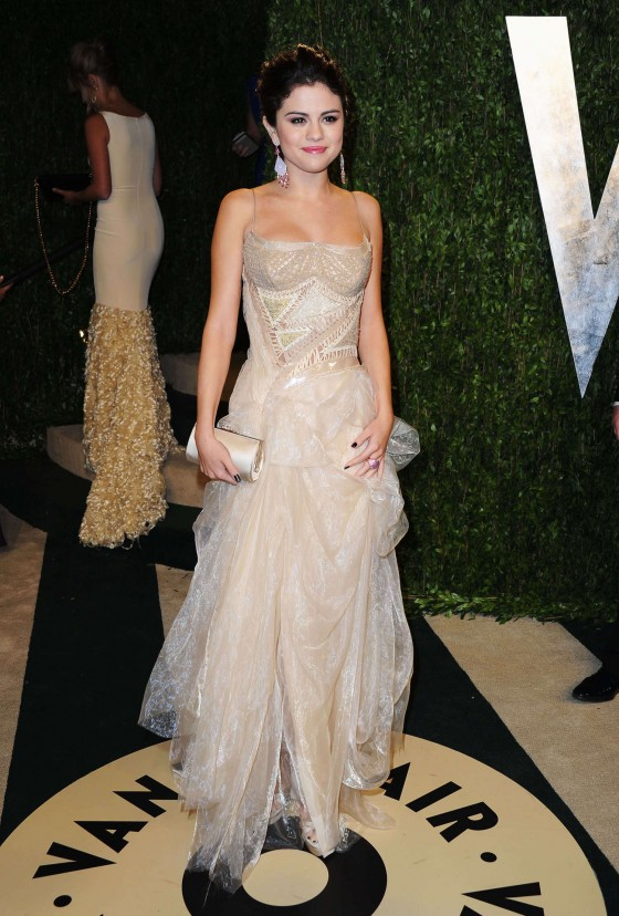 Selena Gomez – Oscar 2013 – Vanity Fair Party -02