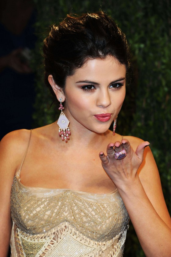 Selena Gomez – Oscar 2013 – Vanity Fair Party -05