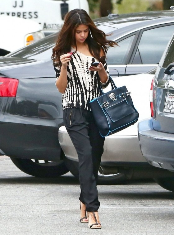 Selena Gomez – Out in Encino -07