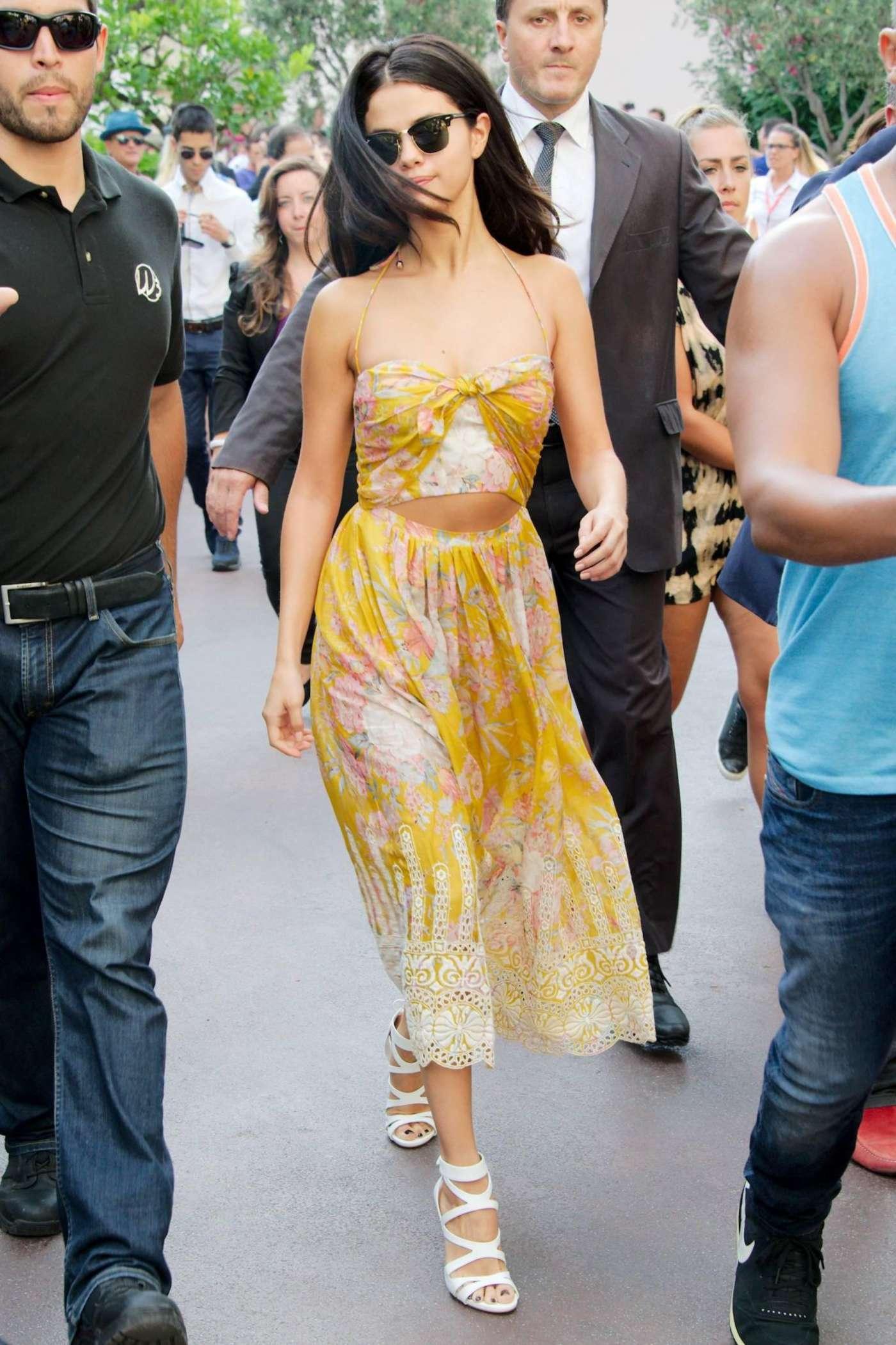 selena gomez hot in yellow dress 05 gotceleb