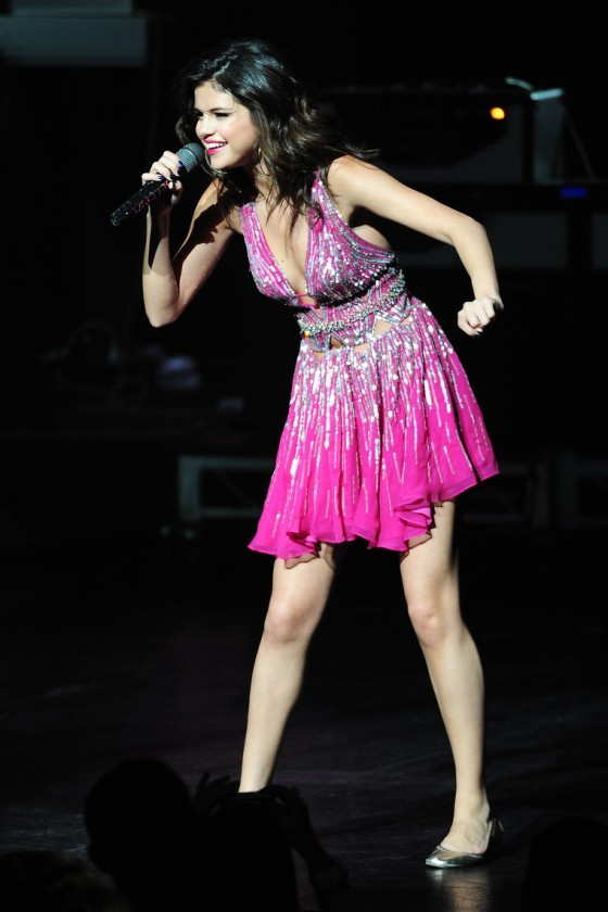 "Selena Gomez - Sexy Legs & Some Cleavage Performing at ""City of Hope"" Concert"
