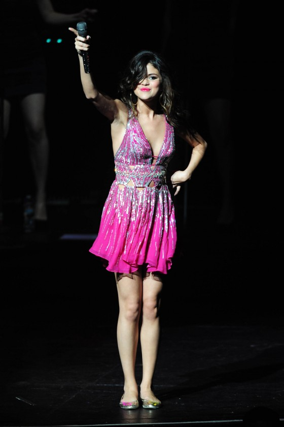 selena-gomez-performing-at-city-of-hope-concert-24