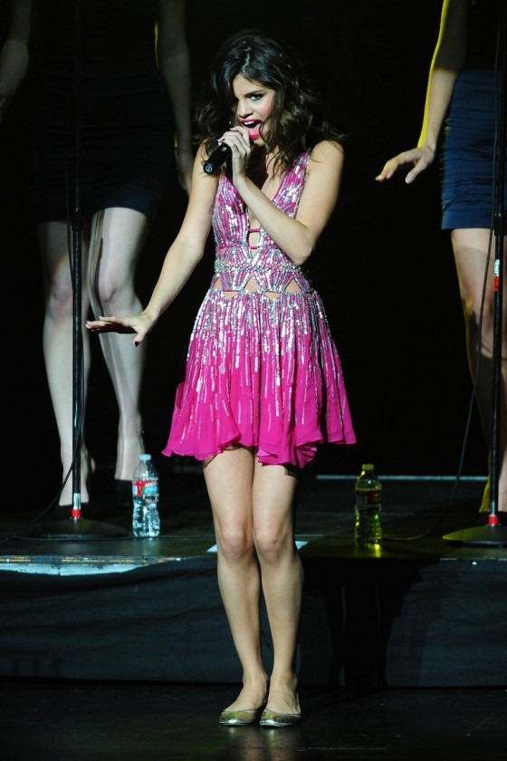 selena-gomez-performing-at-city-of-hope-concert-38