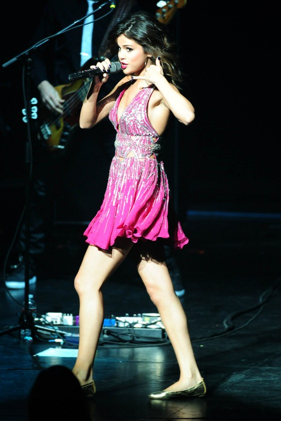 selena-gomez-performing-at-city-of-hope-concert-40