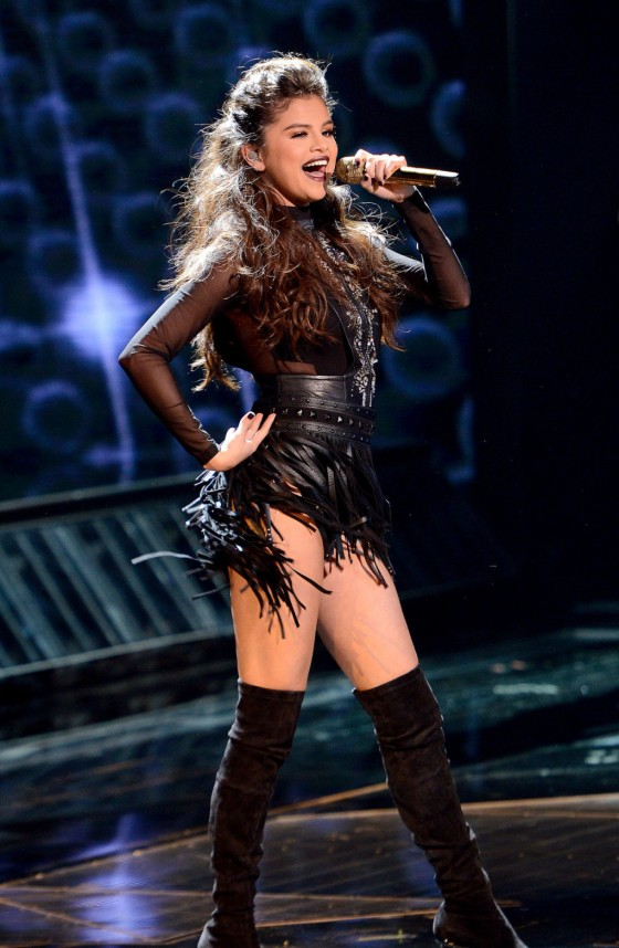 Selena Gomez – Performing on The X-Factor in Hollywood